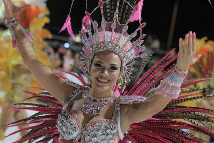 Las comparsas de los carnavales de Villa Ángela cuenta con una temática y cada traje se relaciona a esta