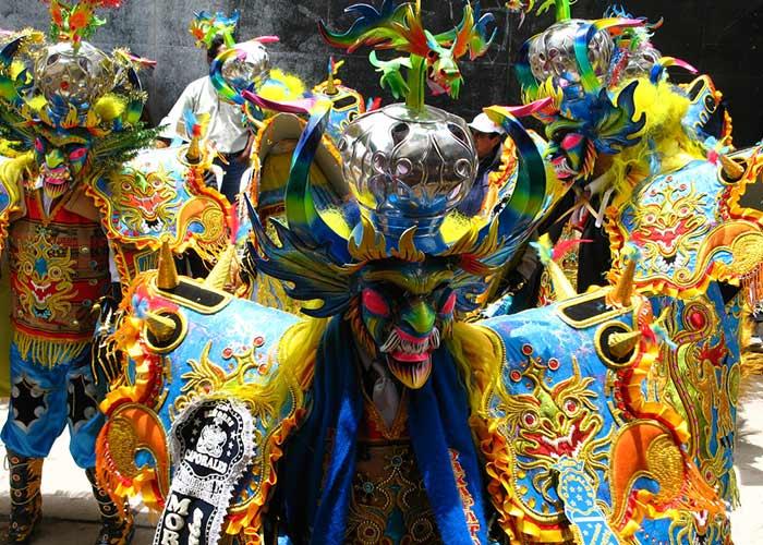 Las diferentes etnias y culturas toman lugar en la Fiesta de la Virgen de la Candelaria de Puno para venerar a la imagen con sus bailes y música