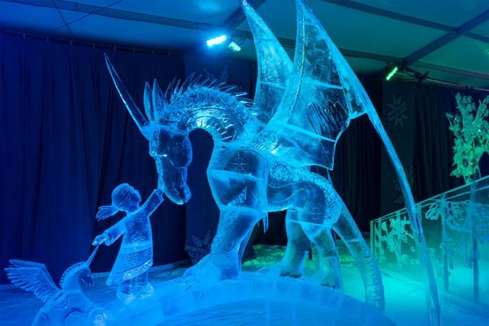 Las estructuras de hielo es una de las atracciones más populares en Winterlude