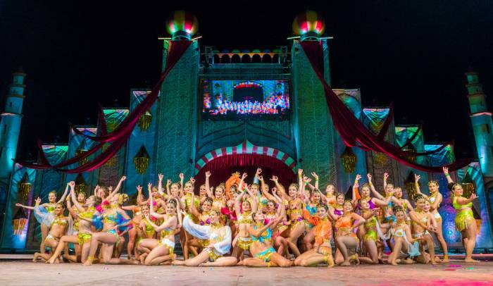 Las galas de Reinas y Reyes de los carnavales de Venaròs tienen shows y presentaciones de música