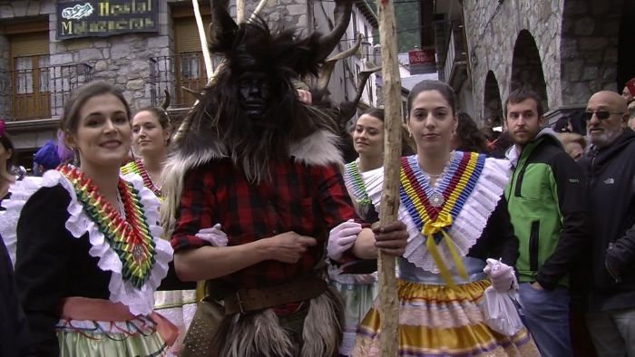 Las madamas y las trangas son los personajes principales en el carnaval de Bielsa