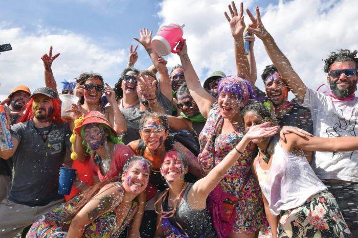 Las personas viene de todas parte del país y de la región para formar parte de la tradición de carnaval de Tilcara que se celebra desde hace siglos