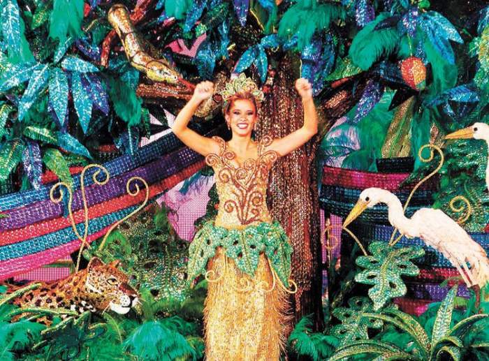 Las reinas de las comparsas del carnaval de Santa Cruz de la Sierra visten disfraces increíbles y coloridos