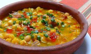 Locro es un guiso típico de la región que contiene zapallo, papas y vegetales