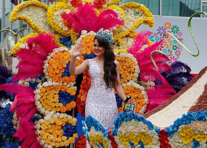 Los Carnavales de Ambato se destacan por sus carrozas y trajes llenos de flores