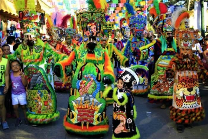 Los Chínelos de los carnavales de Morelos es una tradición que ha perdurado por siglos y que se transmiten a las generaciones más jóvenes