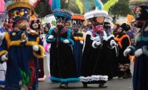 Los Chínelos tienen elementos que cambian en cada municipio en los carnavales de Morelos