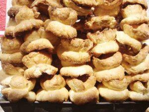 Los Chambergos son rosquillas tipicas de la region cubiertsa de azucar