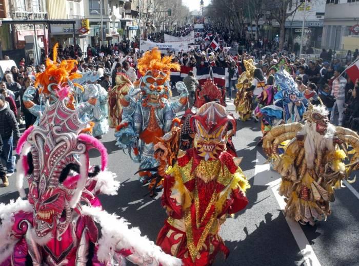 Los Diablos Cojuelos son uno de los personajes principales en los carnavales de Madrid