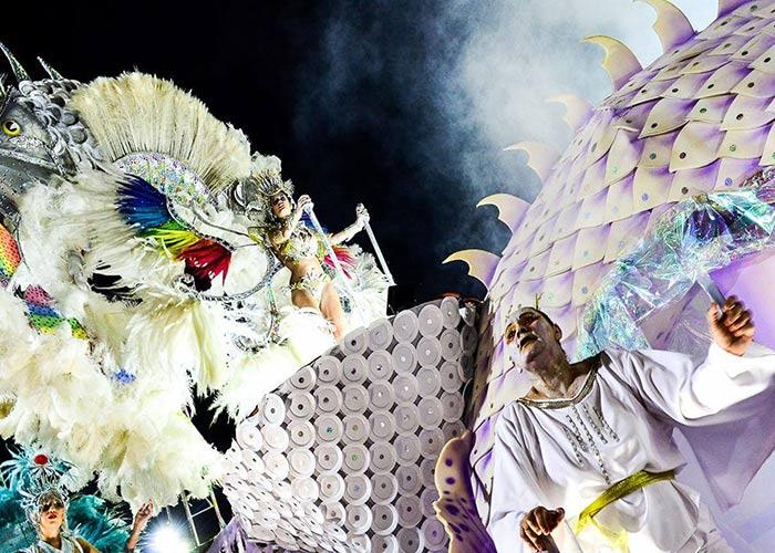 Los carnavales de Paso de los Libres se llenan a cabo en el sambódromo donde las comparsas compiten por el primer lugar