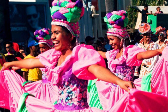 Los carnavales en Santo Domingo se celebran con colores, bailes y música tradicional