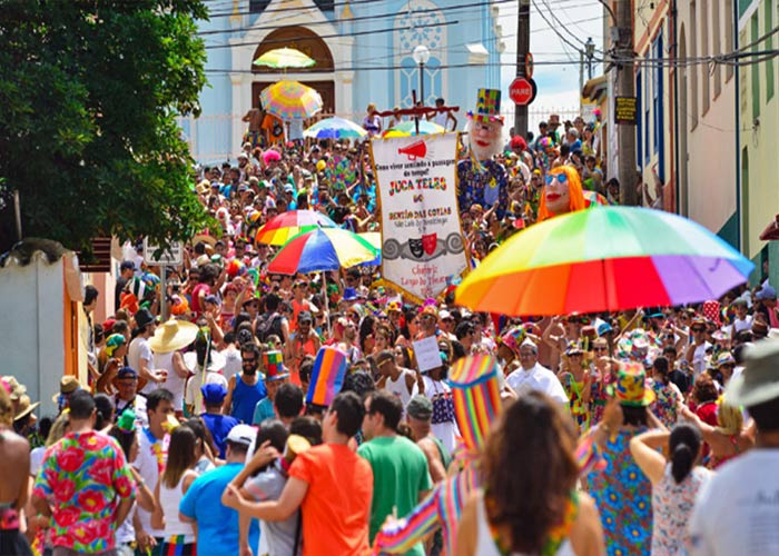 Los carnavales São Luiz do Paraitinga revivieron luego de siglos sin celebrarse y llegaron para quedar. La gente sale a la calle a festejar junto a los blocos