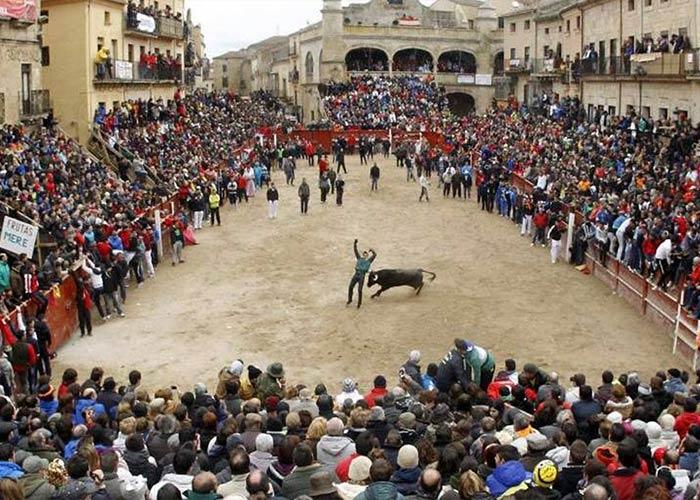 Los carnavales de Ciudad Rodrigo se celebra con capeas y recortes de toros y eventos callejeros