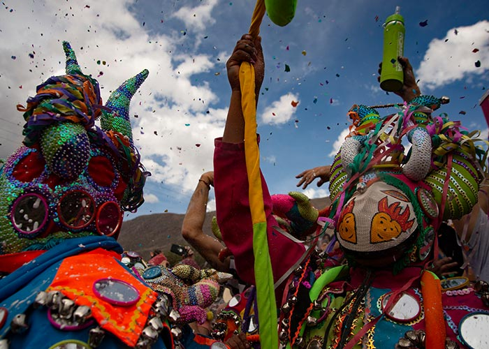 Los carnavales de Tilcara mezcla elementos católicos y tradicionales con sus vestimentas y rituales