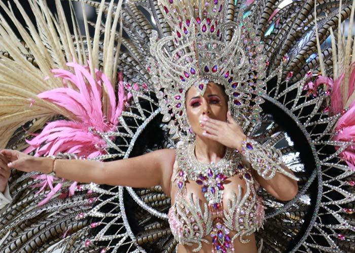 Los carnavales de Villa Ángela son unos de los más importante de la provincia. Las comparsas compiten para ser las mejores de la temporada