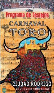 Los desfiles de disfraces, carrozas y encierro a caballo en el carnaval de Ciudad Rodrigo circulan por varias zonas de la ciudad