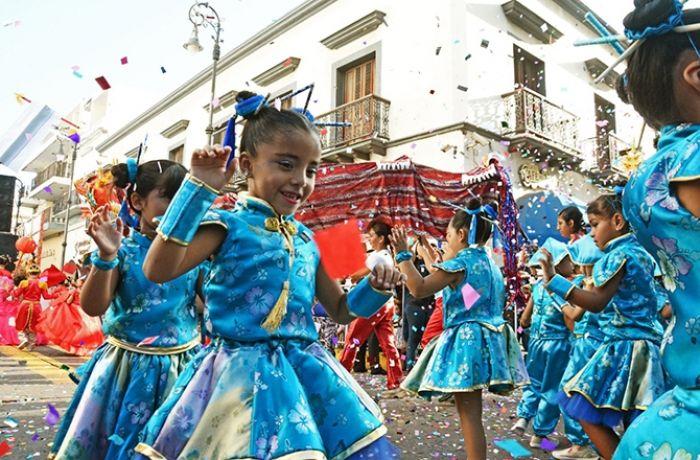 Los niños tienen su propio desfile en el carnaval de Veracruz