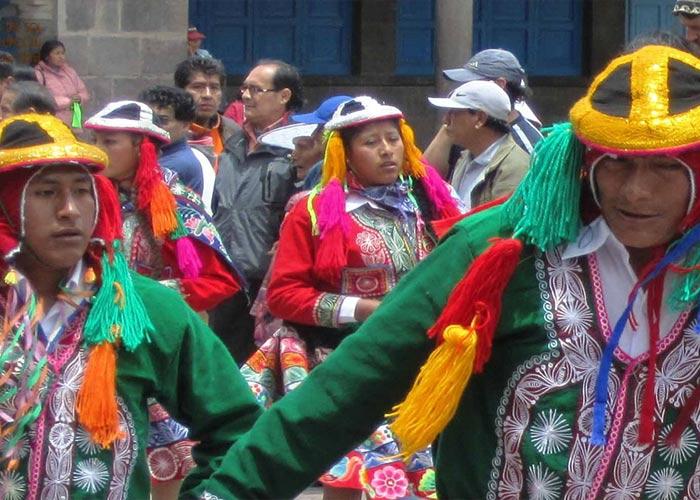 Los participantes del Gran Concurso de los Carnavales de San Pablo en Cusco dan a conocer su cultura y tradición a través del baile, música y vestuario