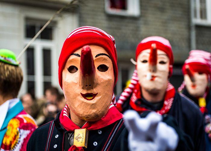 Lu Long-Né es uno de los personajes más simbólicos del Carnaval de Malmedy, ya que le juega bromas a los visitantes
