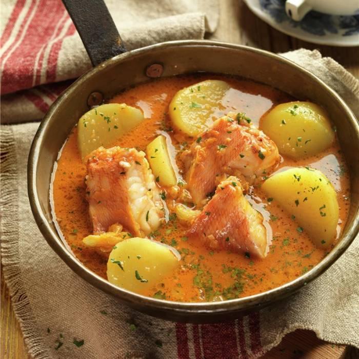 el suquet de pescado es un plato típico de la región