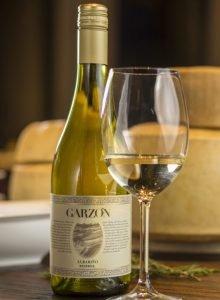 El vino Albariño se elabora con una variedad de uva típica de Galicia