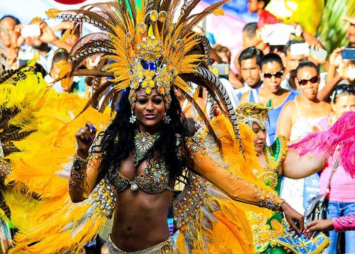 El carnaval Internacional de Victoria es punto de cuento de culturas y tradiciones