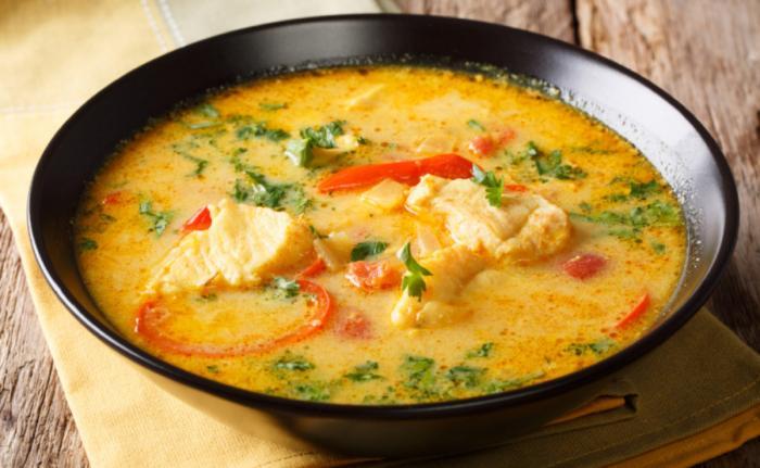 peixada cearense es un caldo típico de la zona hecho de leche de coco y pescado