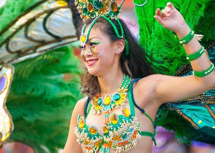 El Carnaval de Samba de Asakusa es una celebración que toma los elementos tradicionales de los carnavales en Río de Janeiro y los presenta en el distrito de Asakusa