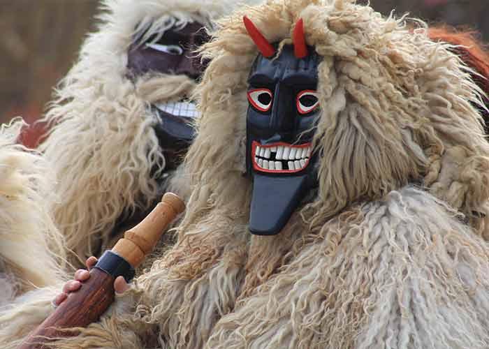Busójárás es una tradición antigua para expulsar espiritus malignos