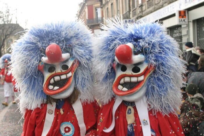 El Carnaval de Mulhouse cuenta con personajes divertidos llamados Waggis