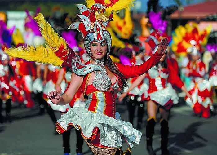 El Carnaval de Puntarenas en Costa Rica es una celebración que conmemora la vida diaria de los lugareños