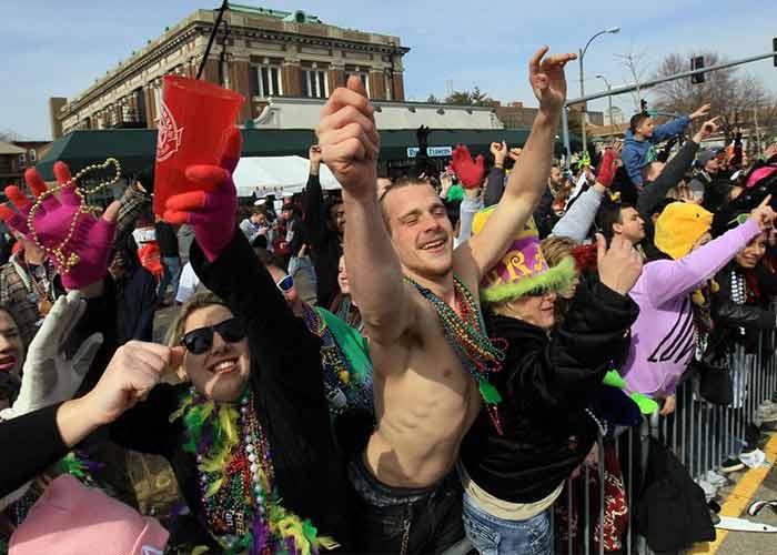 El Mardi Gras de St. Luis es una celebración llena de fiestas y desfiles