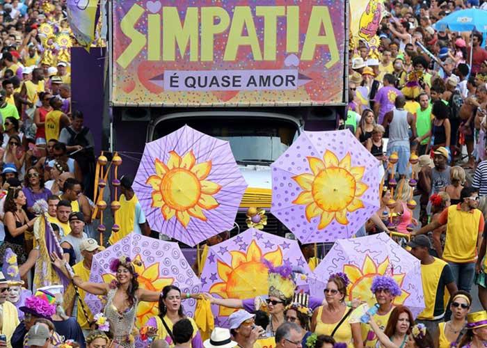 El bloco Simpatia é Quase Amor desfila los dias domingos