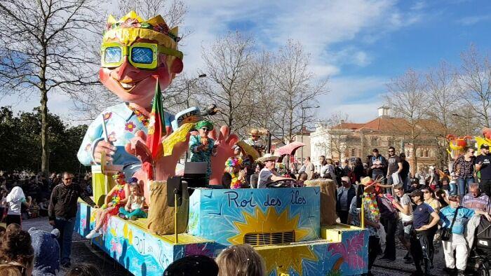 Las carrozas son el principal atractivo del Carnaval de Albi