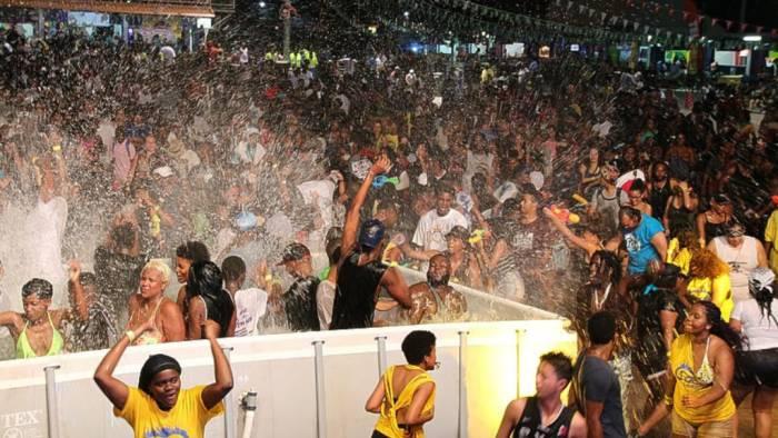 Las fetes son grandes fiestas temáticas realizada antes y durante de los carnavales caribeños