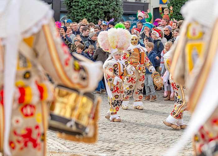 Los Gilles de Aalst están inspirados en los del Carnaval de Binche