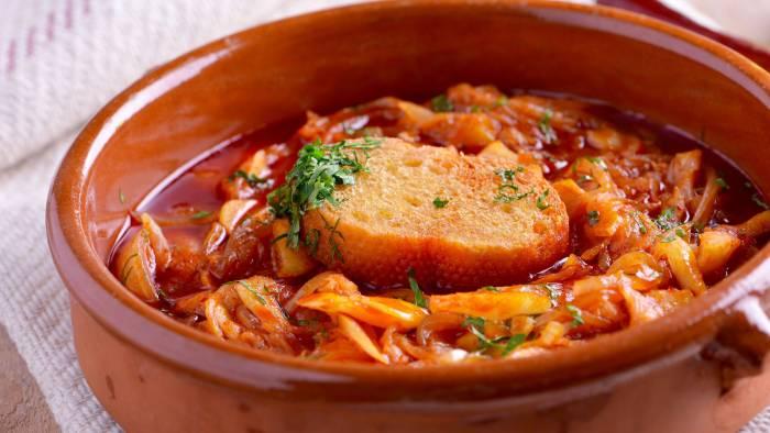 El bacalao a la vizcaína es un plato tradicional de la región